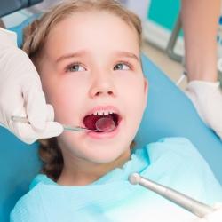 Qué hacer cuando sangran las encías de los niños
