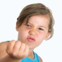 Consejos para padres de niños con un comportamiento agresivo