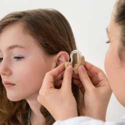 Niños y bebés sordos. Discapacidad auditiva en la infancia