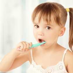 Limpieza bucal de un bebé