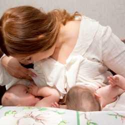 Lactancia materna para dos bebés