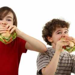 La obesidad y los malos hábitos de alimentación en los niños