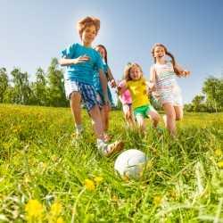 Juegos con el balón. Actividades y juegos infantiles con los hijos pequeños.
