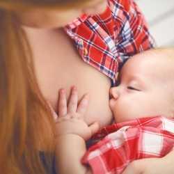 ¿Tengo que prepararme de alguna forma durante el embarazo para poder dar el pecho?