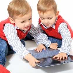 Actuar contra celos infantiles entre hermanos