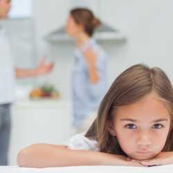 Cómo se siente el niño cuando sus padres discuten