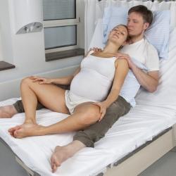 ¿Cuáles son los pros y contras del parto vertical? ¿Por qué no es muy utilizado?