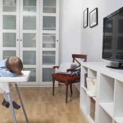 ¿Está mal que mi hijo se duerma mirando la tele?