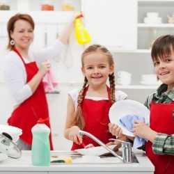 Los niños pueden y deben colaborar en las tareas del hogar