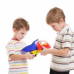 Cómo atajar los celos y peleas de hermanos