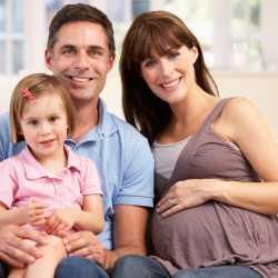 Ventajas y desventajas del embarazo mayor de edad