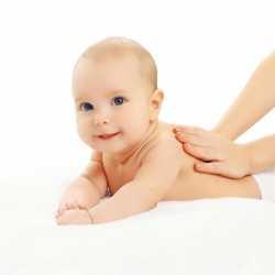 Los beneficios para los padres de masajear su bebé