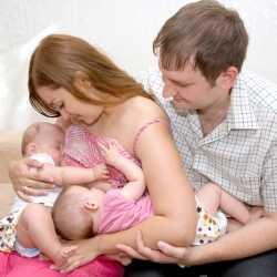 Amamantar a mellizos o gemelos: dar el pecho a más de un bebé