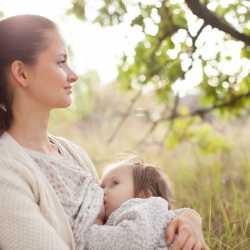 Amamantar en público: una necesidad para el bebé y para la madre