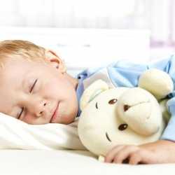 Niños que duermen fuera de casa por primera vez