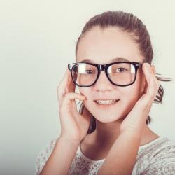 Gafas, lentillas o cirugía refractiva para niños