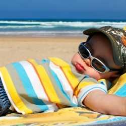 Prevenir la sudamina o granitos en la piel del niño por calor