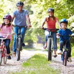 Consejos para que los niños vayan seguros en bicicleta