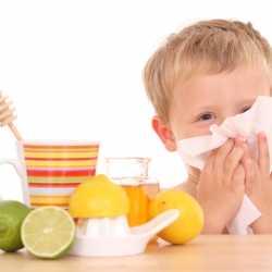 ¿La miel es buena para calmar la tos de los niños?