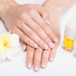 Protege tus uñas en el posparto con remedios naturales