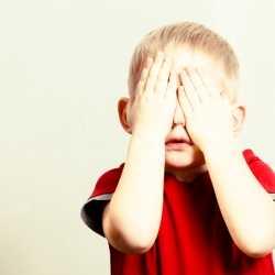 ¿Se debe obligar a los hijos a que saluden a los demás?