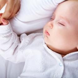 ¿Cuánto deben dormir los bebés?