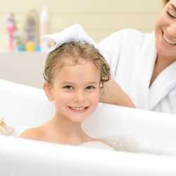 La hora del baño: una ayuda para no mojar la cama