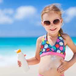 ¿Por qué es sensible la piel de los niños al sol?