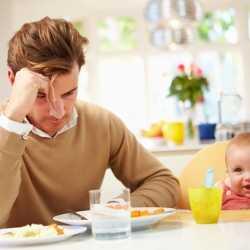 La depresión posparto también afecta a los papás
